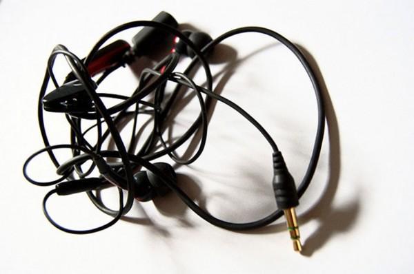 fone de ouvido enrolado: falta de organização