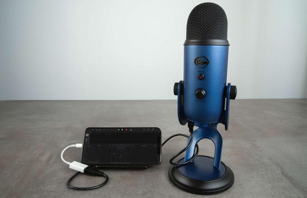 Conectar um microfone profissional com um cabo OTG