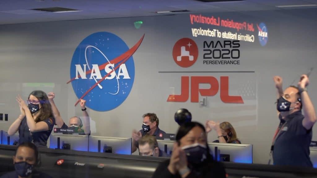 Equipe da Nasa comemora pouso do rover Perseverance em Marte. Imagem: Nasa/Reprodução